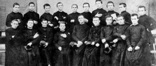 Don Bosco in Torino con i primi salesiani (1870)