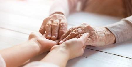 anziana-mani